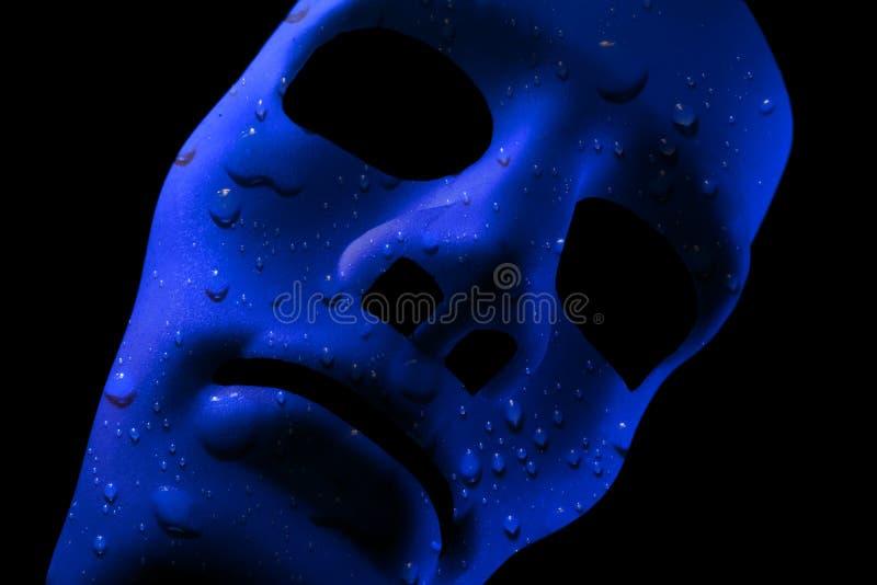 Den blåa framsidamaskeringen med vatten tappar textur royaltyfri fotografi