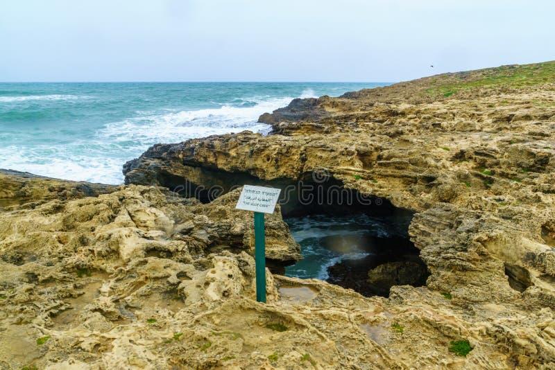 Den blåa grottan i Dor HaBonim Beach Nature Reserve arkivbilder