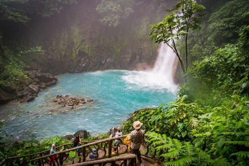 Den blåa lwaterfallen - Rio Celeste Views runt om Costa Rica royaltyfri bild