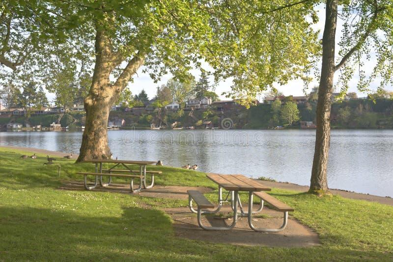 Den blåa sjön parkerar den Oregon staten arkivfoton
