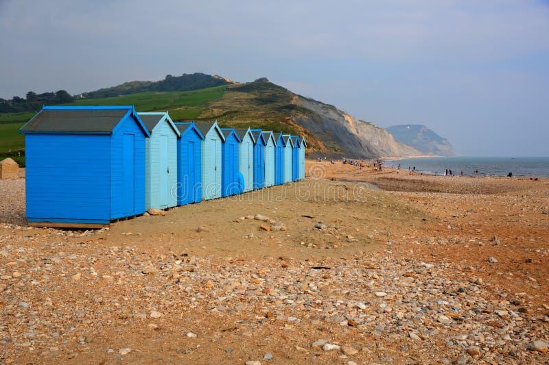 Den blåa stranden förlägga i barack Charmouth Dorset England UK royaltyfria foton