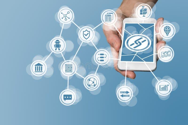 Den Blockchain symbolen som visas på pekskärm av modernt, ilar telefonen som exemplet för fena-tech företag royaltyfri fotografi