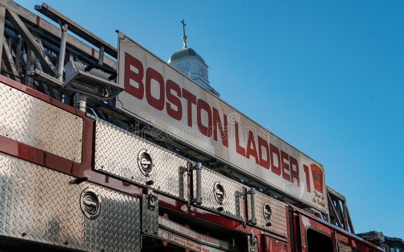 Den Boston brandstationmotorn deltar i en appell i cityen arkivbild