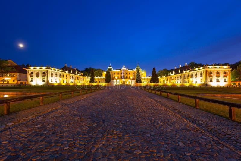 Den Branicki slotten på natten i Bialystok royaltyfria foton