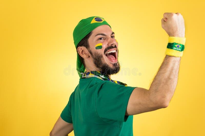 Den brasilianska supportern av det nationella fotbollslaget firar, ch royaltyfri fotografi