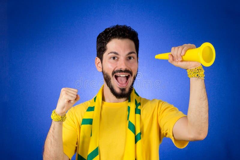 Den brasilianska supportern av det nationella fotbollslaget firar, ch royaltyfri foto
