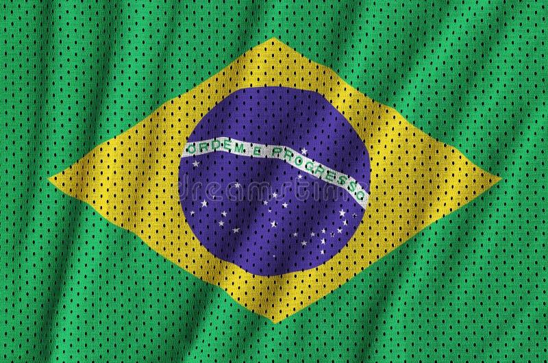 Den Brasilien flaggan skrivev ut på ett tyg för ingrepp för polyesternylonsportswear royaltyfri fotografi
