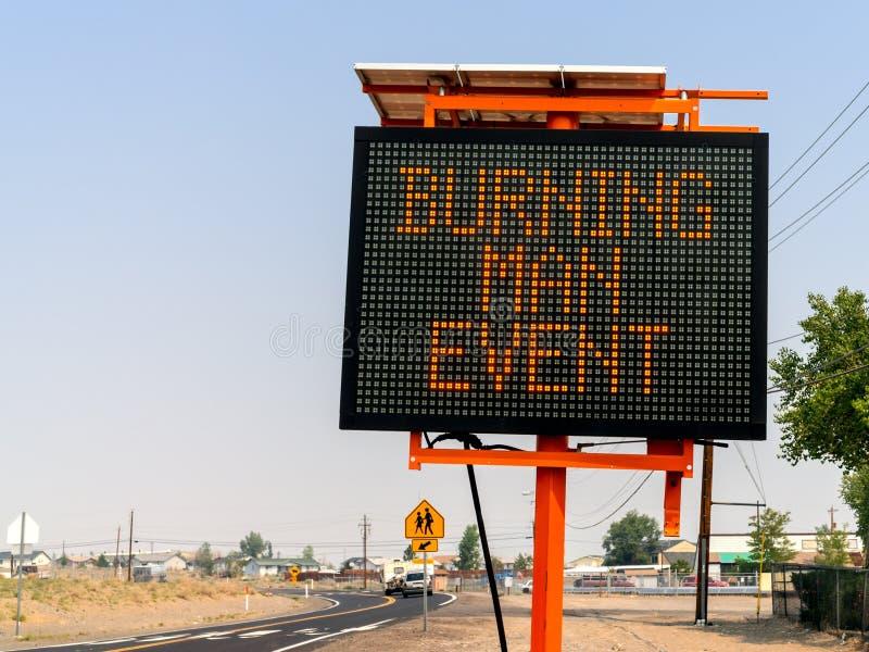 Den brinnande manhändelsen undertecknar in Wadsworth, Nevada royaltyfri fotografi