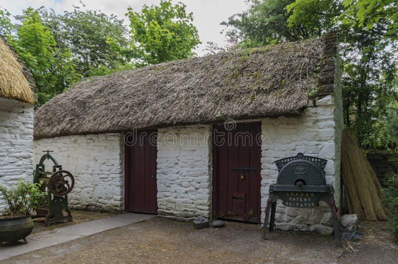 Den Bunratty slotten & Folk parkerar royaltyfri fotografi