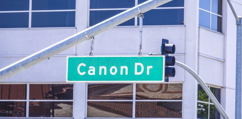 Den Canon drevgatan undertecknar in Beverly Hills - LOS ANGELES/KALIFORNIEN - APRIL 20, 2017 royaltyfri bild