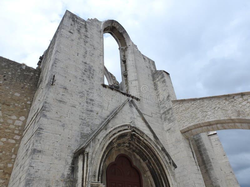 Den Carmo kloster fördärvar, Lissabon royaltyfria bilder