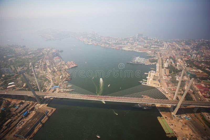 Den centrala delen av Vladivostok som tas från en höjd fotografering för bildbyråer