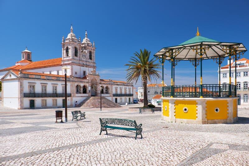 Den centrala fyrkanten av Nazare portugal royaltyfria foton