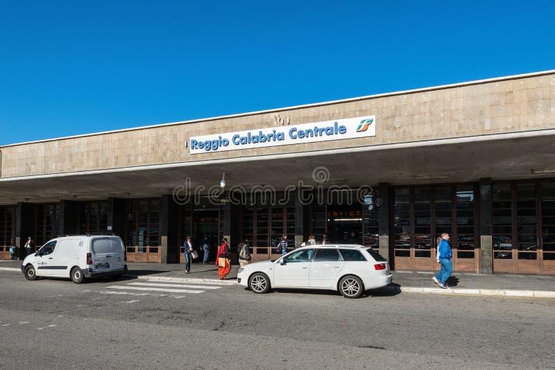 Den centrala järnvägsstationen i Reggio Calabria, Italien royaltyfria foton