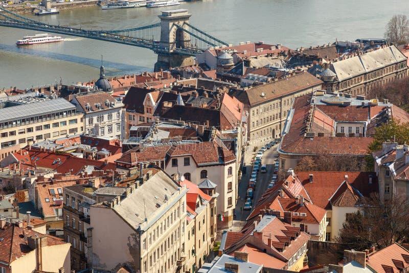 Den Chain bron är det väsentliga symbolet till Budapest, ett av den mest härliga europeiska staden royaltyfria bilder