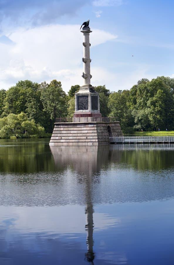 Den Chesme kolonnen 24 för petersburg för park för nobility för km för catherine besök för tsarskoye för st för center familj tid royaltyfri bild