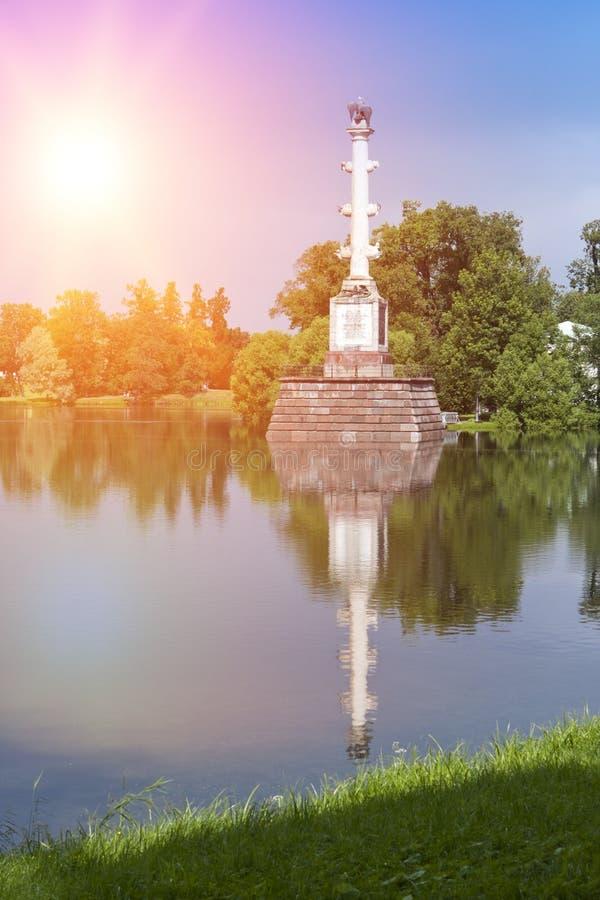 Den Chesme kolonnen, 18th århundrade 24 för petersburg för park för nobility för km för catherine besök för tsarskoye för st för  arkivfoto