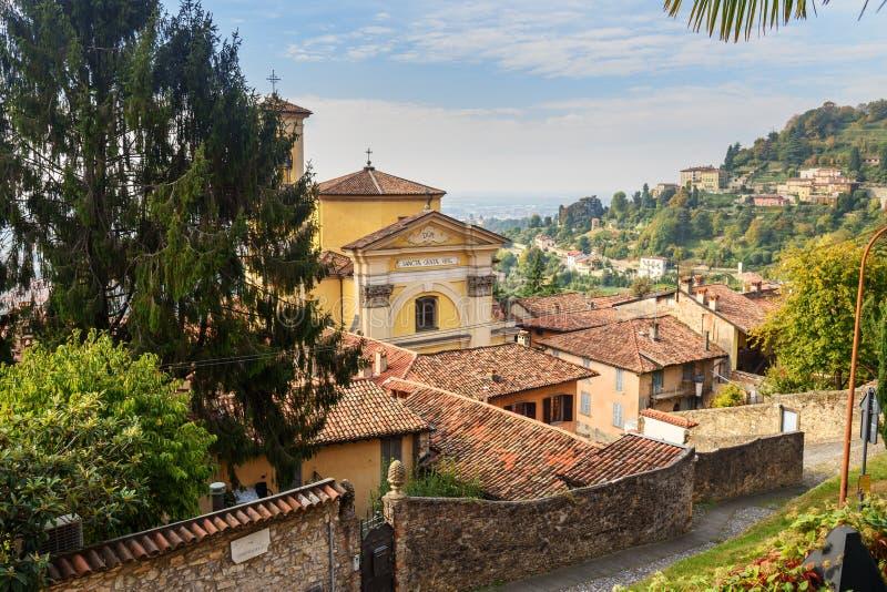 Den Chiesa dien Santa Grata inter-Vites är kyrklig i Bergamo italy arkivbilder