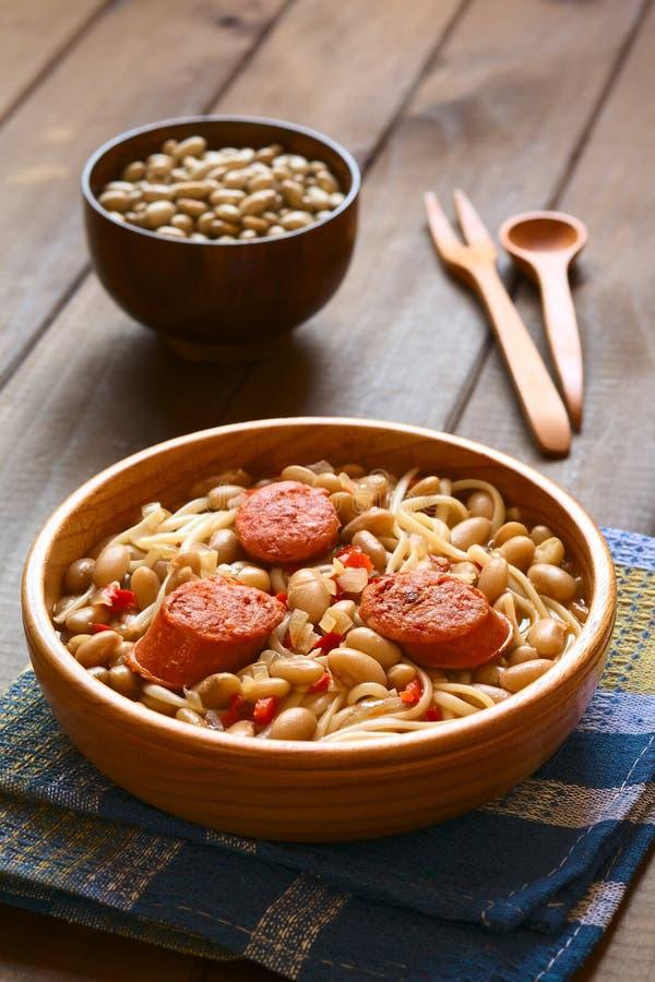 Den chilenska maträtten som kallas Porotos, lurar Riendas royaltyfri foto