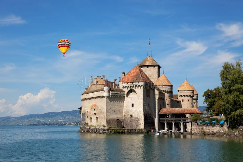 Den Chillon slotten på sjöGenève i Schweiz royaltyfria foton