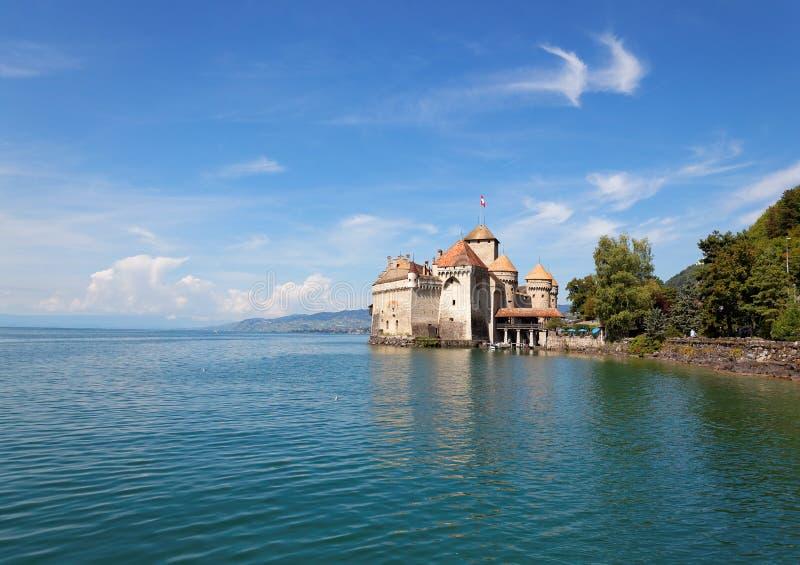 Den Chillon slotten på sjöGenève i Schweiz royaltyfri bild