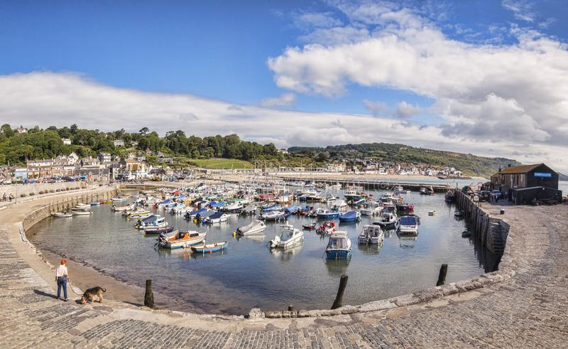 Den Cobb hamnen Lyme Regis Dorset UK royaltyfria foton