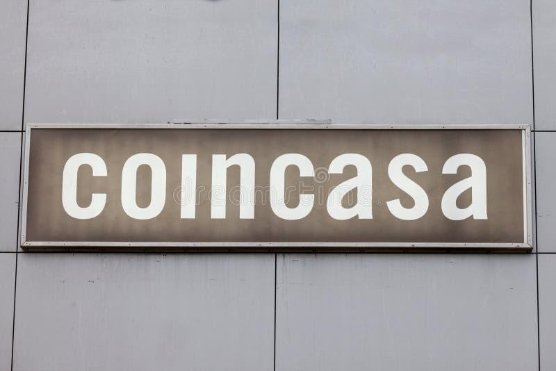 Den Coincasa logoen på deras strömförsörjning shoppar för Serbien Coincasa är all en italiensk koncession av hem- garneringdivers arkivfoton