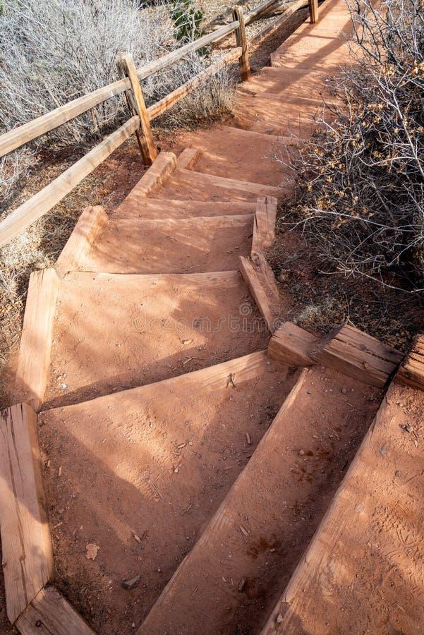 Den Colorado Springs trädgården av de steniga bergen för gudnaturslingan äventyrar loppfotografi arkivfoto