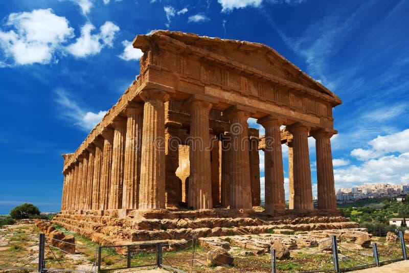Den Concordia templet i arkeologiska Agrigento parkerar sicily royaltyfria bilder