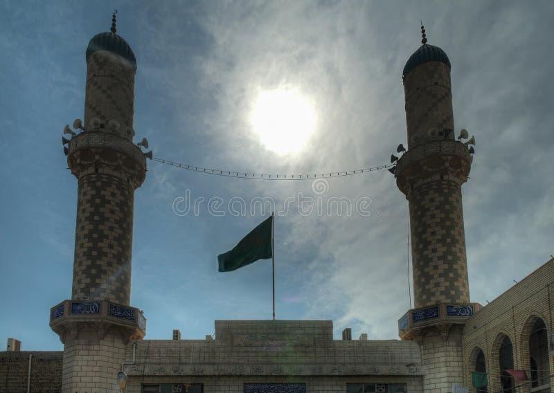 Den Contre-jour sikten till den Baratha moskén spolierade aka pojkemoskén, Baghdad, Irak royaltyfri bild