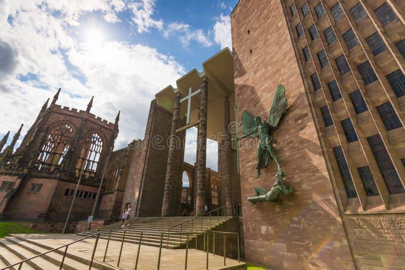 Den Coventry domkyrkakyrkan fördärvar i Coventry UK royaltyfria foton