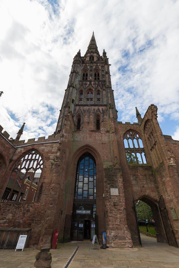 Den Coventry domkyrkakyrkan fördärvar i Coventry UK royaltyfria bilder