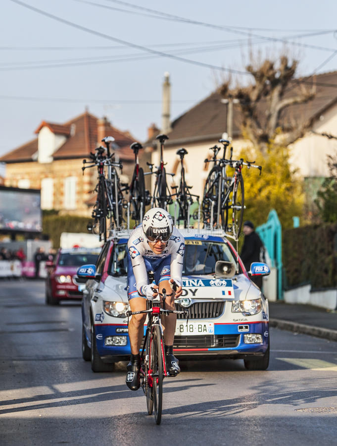Den CyklistJérémy Roy Paris Nice Prologen 2013 I Houilles Redaktionell Arkivfoto