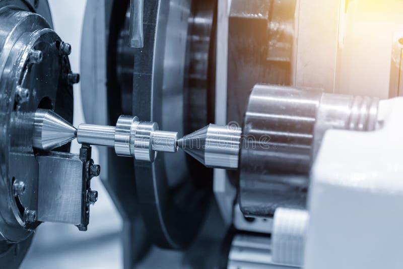 Den cylindriska malande maskinen för CNC som gör kamaxeln royaltyfri foto