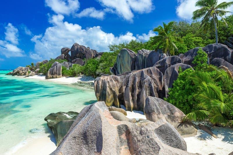 Den d'Argent Anse källan - sätta på land på öLa Digue i Seychellerna royaltyfria bilder