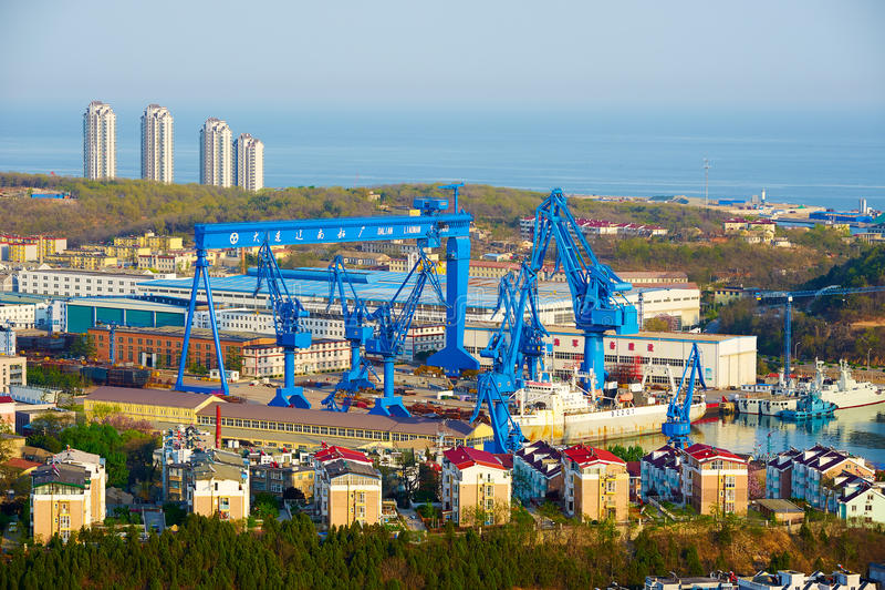 Den Dalian varven i Lusun port royaltyfria foton
