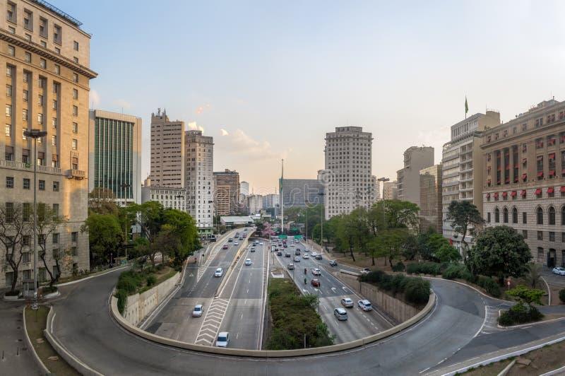 den 23 de Maio Aveny sikten från sikt från Viaduto gör Cha Tea Viaduct - Sao Paulo, Brasilien arkivbilder