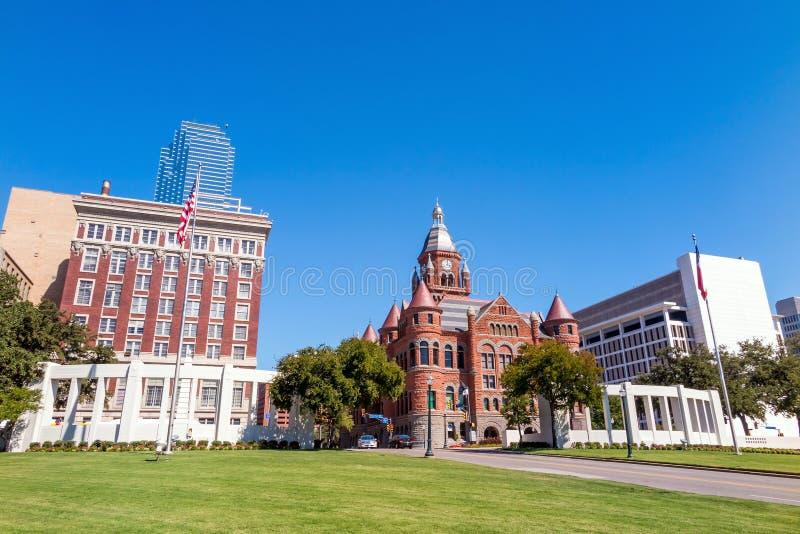 Den Dealy plazaen och dess omgeende byggnader i Dallas fotografering för bildbyråer