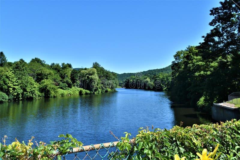 Den Deerfield flodsikten från bron av Fowers, Shelburne faller, Franklin County, Massacusetts, Förenta staterna, USA arkivbilder