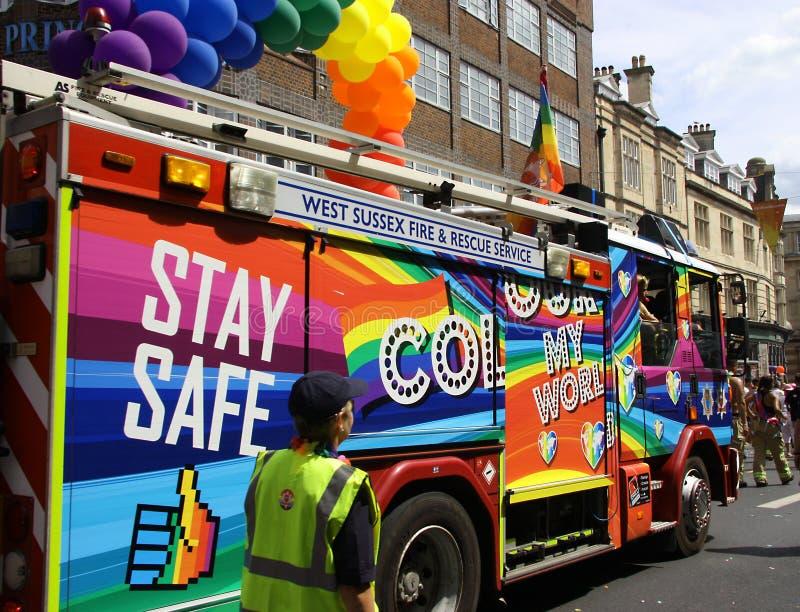 Den dekorerade lastbilen i Brighton Pride ståtar arkivfoto