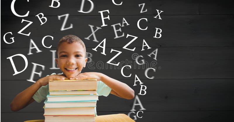 Den Digital frambragda bilden av att le pojkeinnehavet bokar med bokstäver som flyger i bakgrund fotografering för bildbyråer