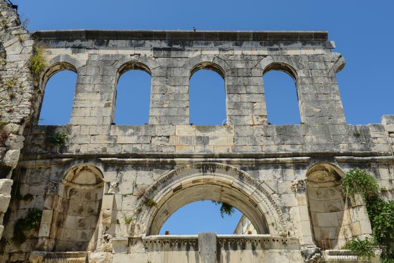Den Diocletian slotten fördärvar royaltyfria foton