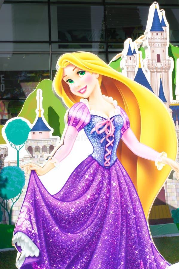 Den Disney prinsessan Rapunzel från tilltrasslat papper stansde aktiveringen för garneringFoto-bås för nytt år 2016 på den centra arkivfoton
