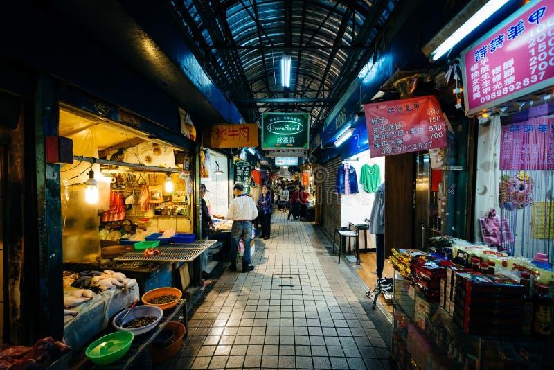 Den Dongsanshui gatamarknaden, i det Wanhua området, Taipei, T arkivfoto