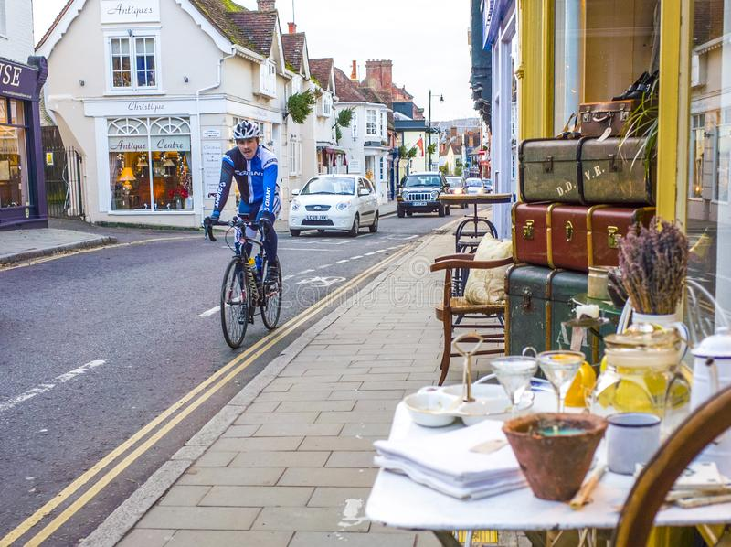 Den Dorking storgatan shoppar, Surrey, UK royaltyfria bilder