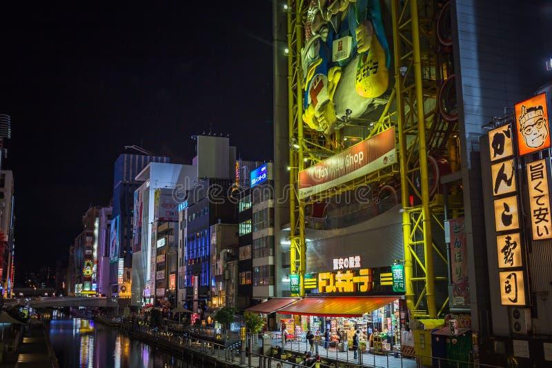 Den Dotonboti gatan i Namba är den bästa sightdragningen och det berömda stället i Osaka royaltyfri bild