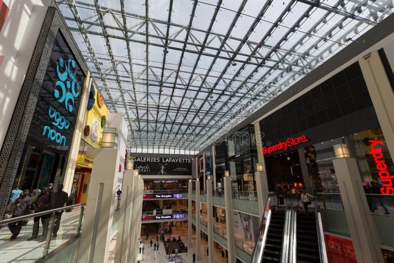 Den Dubai gallerian i Dubai, Förenade Arabemiraten arkivfoto
