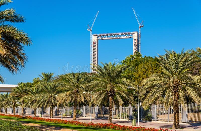 Den Dubai ramen under konstruktion ovanför Zabeel parkerar arkivfoton