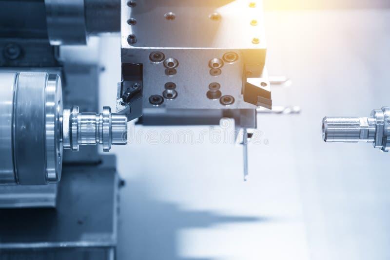 Den dubbla maskinen för spindelCNC-drejbänk arkivbilder