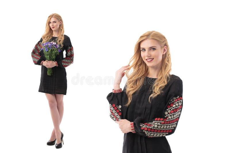 Den dubbla ståenden av den attraktiva kvinnan bär den ukrainska nationella klänningen som isoleras på en vit bakgrund arkivbilder